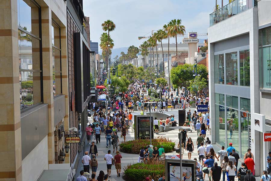 3rd Street promenade, Santa Monica © Shannon Veerkamp - Flickr Creative Commons