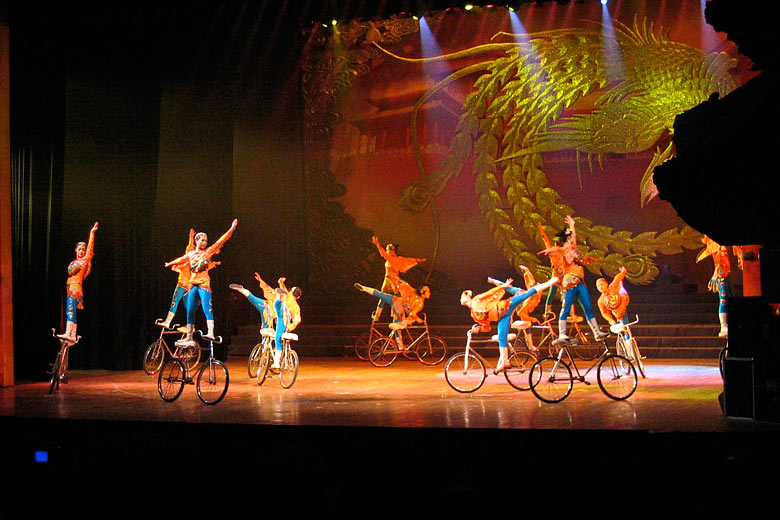 Acrobats performing in Beijing © Michael Robinson - Flickr Creative Commons