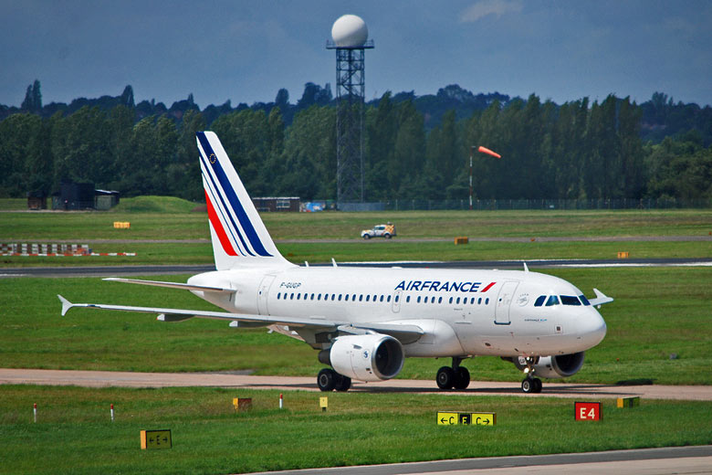Air France offers flights to worldwide destinations via Paris © brianac37 - Flickr Creative Commons