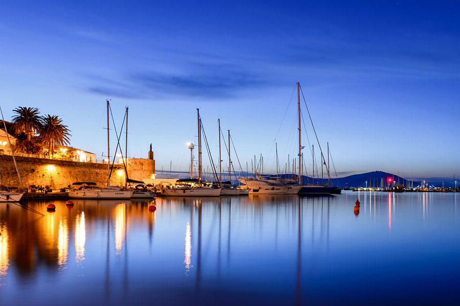 Alghero harbour, Sardinia © Alessandro Caproni - Flickr Creative Commons