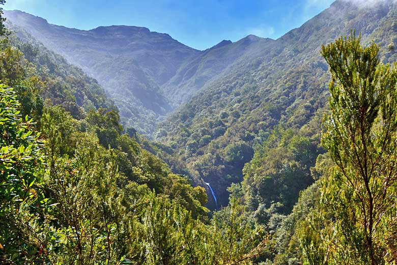 Beautiful valley on the Levada do Caldeirão Verde © Watzmann - Wikimedia Commons