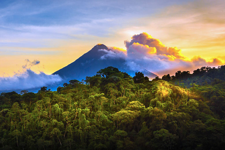 Arenal volcano at sunrise, Costa Rica © photodiscoveries - Flickr Creative Commons