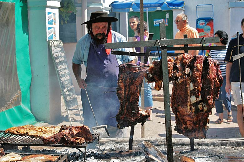 'Asado', cooking beef the Argentine way © Carlos Adampol - Flickr Creative Commons