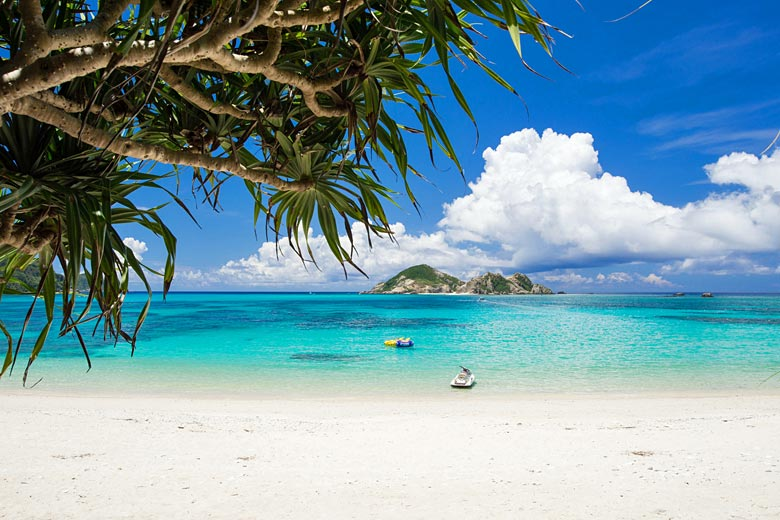 Beach on Tokashiki Island just off Okinawa Honto © Yuuta - Fotolia.com