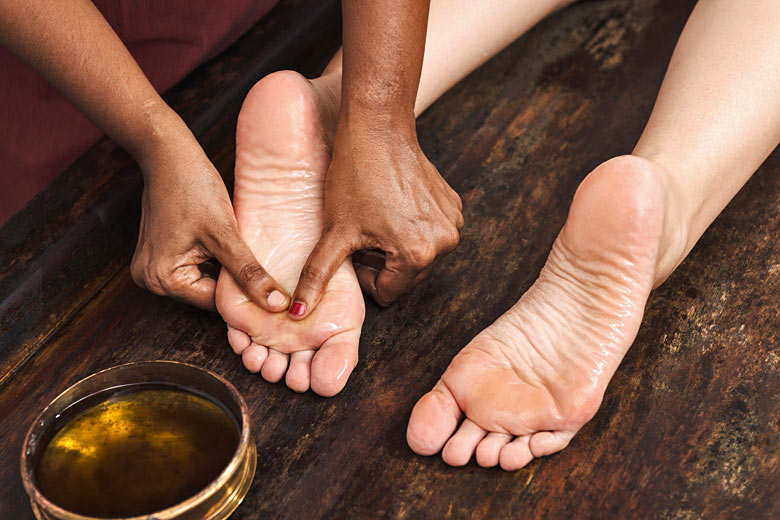 Ayurvedic foot massage in Kerala © Nina Hilitukha - Fotolia.com
