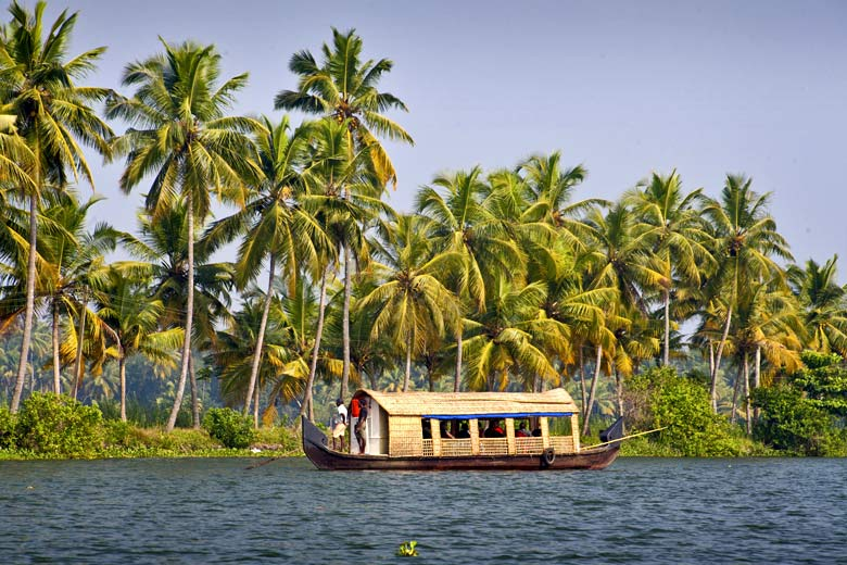Backwaters cruise in Kuttanad, Kerala, India © Alexandra Lande - Fotolia.com