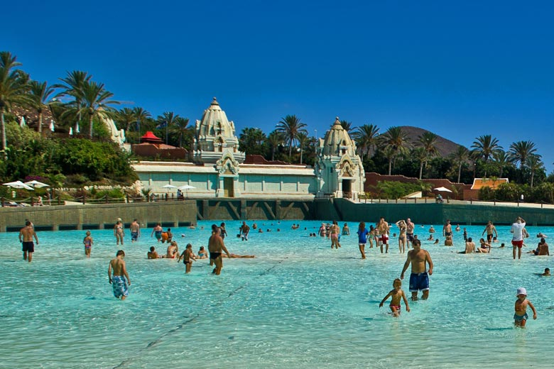 The white sand beach at Siam Park © Alberto Valera - Flickr Creative Commons