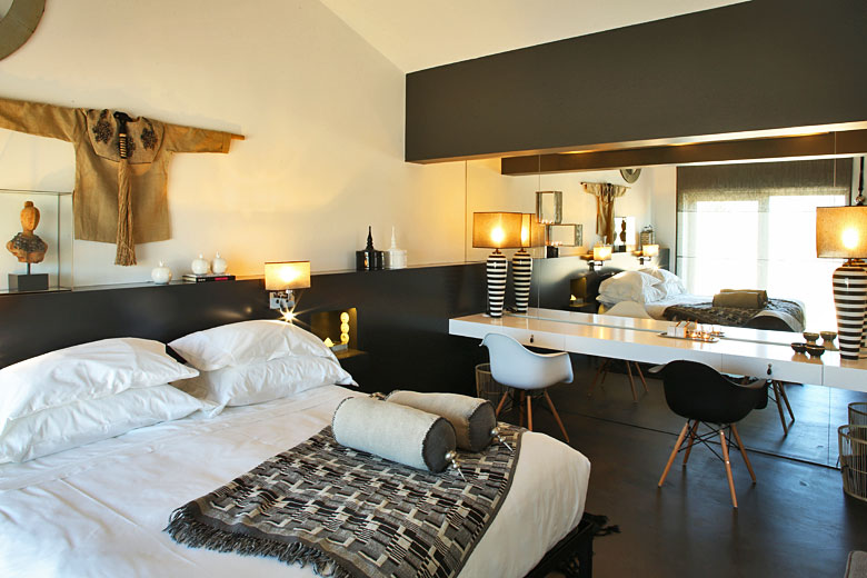 Bedroom in the master suite - photo courtesy of Torre de Palma Wine Hotel