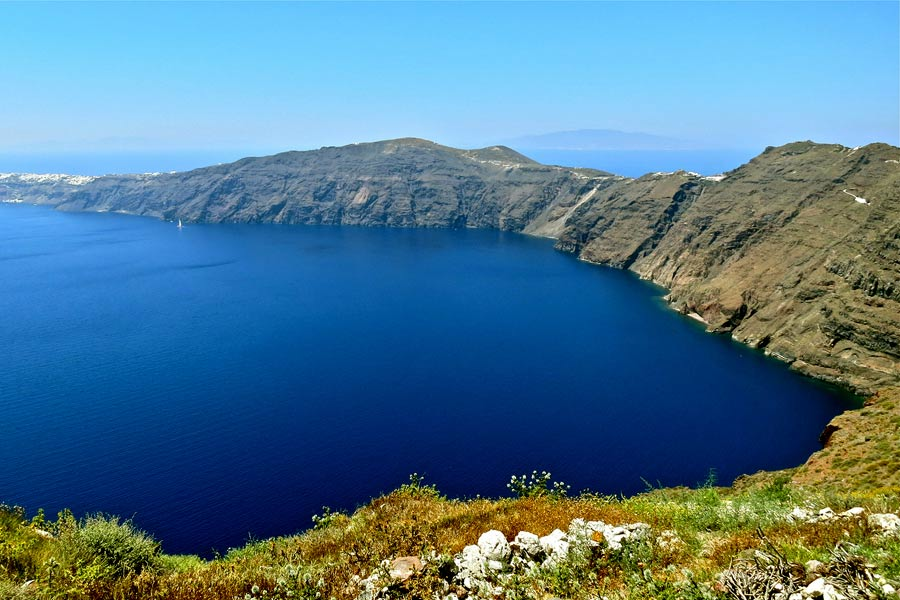 On the hike from Oia to Fira © Steve Jurvetson - Flickr Creative Commons