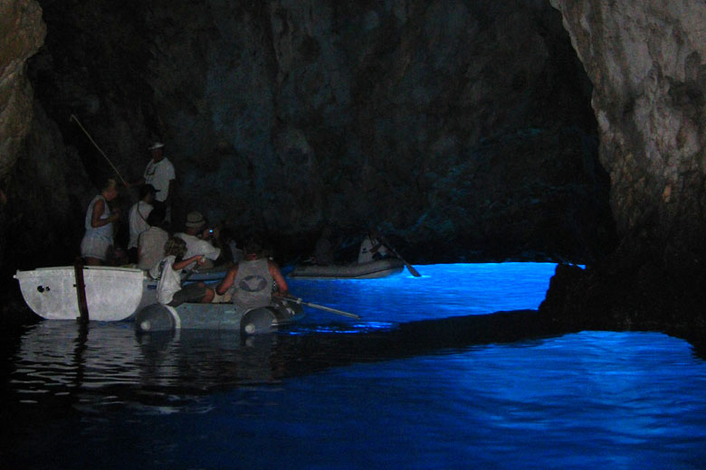 Blue Cave on Bisevo Island © Minestrone - Wikimedia Commons