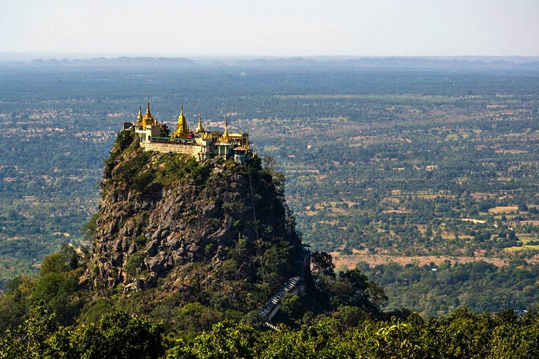 Buddhist monastery on the summit of Taung Kalat © Guillén Pérez - Flickr Creative Commons