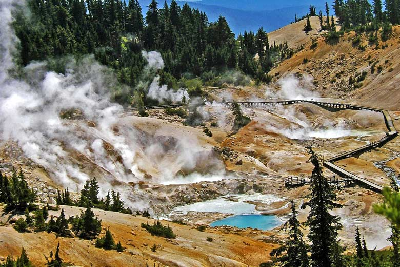 Bumpass Hell hot springs, Lassen Volcanic National Park © Don Graham - Flickr Creative Commons