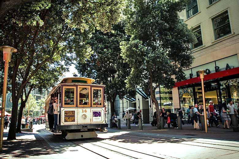 Cable car on San Francisco street © Ian Chen - Flickr Creative Commons