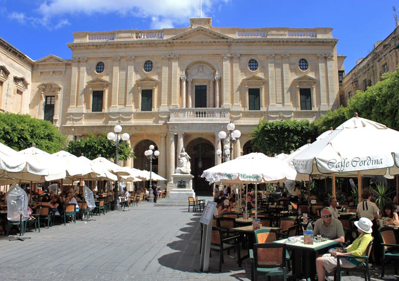 Caffe Cordina in front of the National Library © Ian Bottle - Alamy Stock Photo