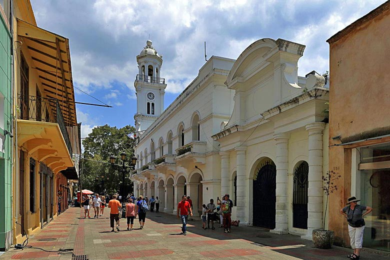 The old main street of colonial Santo Domingo © Martin Falbisoner - Wikimedia Commons