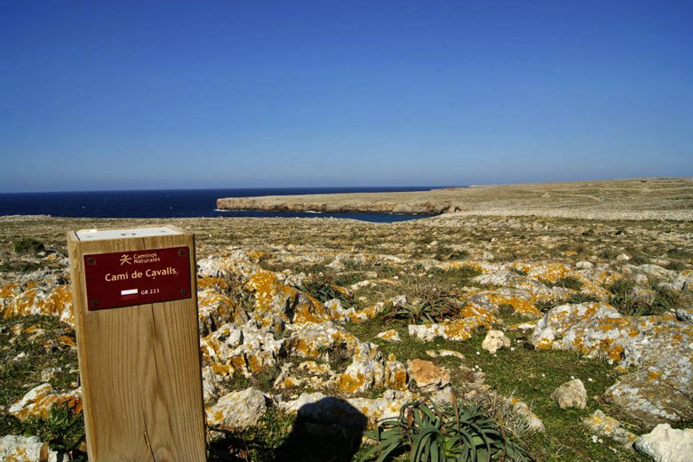 Cami de Cavalls on the northwest of the island © Ramón Fritz - Fundació Destí Menorca