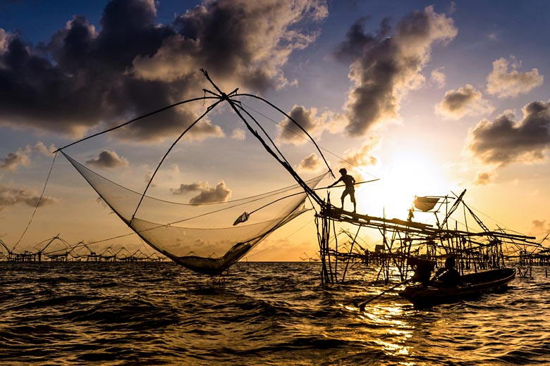 Chinese nets at sunset, Kerala © Magnifier - Fotolia.com