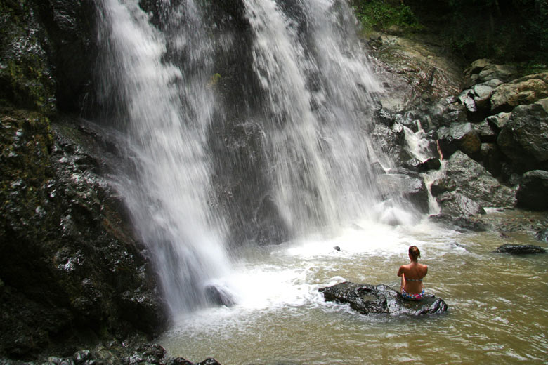 Cooling off in the Argyle Waterfall, Tobago © numb3r - Flickr Creative Commons