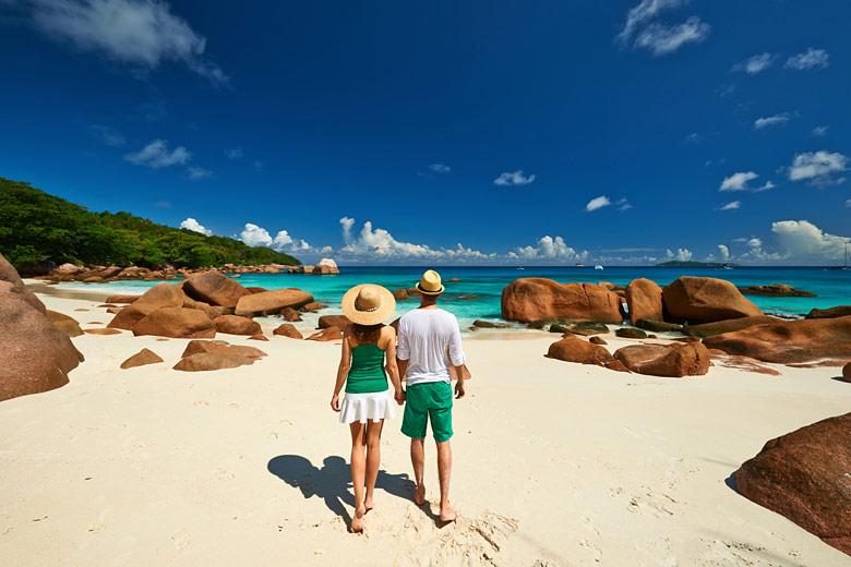 Couple on honeymoon in the Seychelles © Haveseen - Fotolia.com