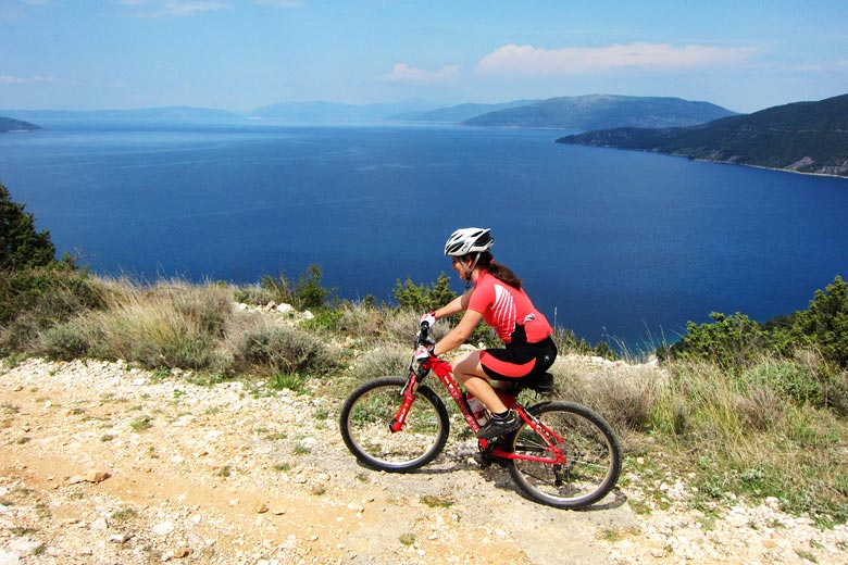 Cycling to Valun on the island of Cres © Oana Bacanu - Flickr Creative Commons