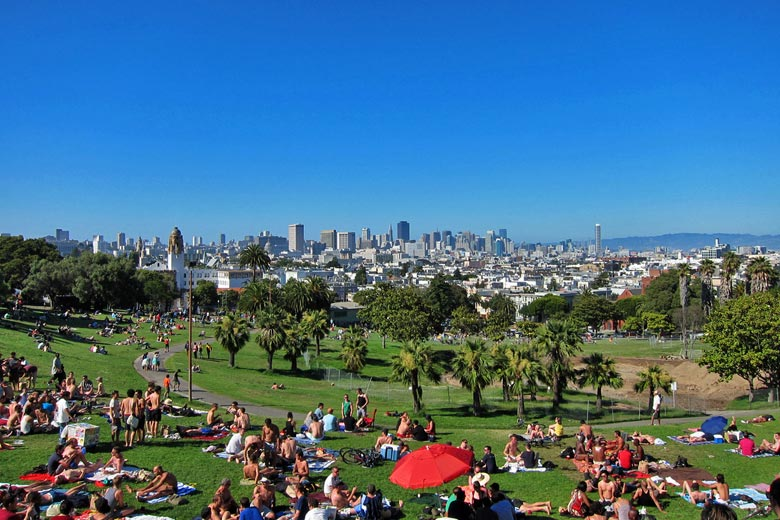 Chilling out in Mission Dolores Park © Eugene Kim - Flickr Creative Commons