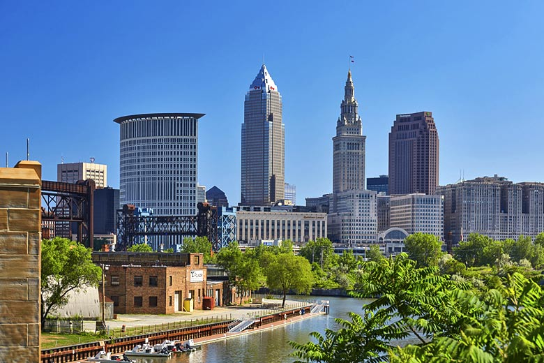 Downtown Cleveland, Ohio and the Cuyahoga River © Asboard90 - Dreamstime.com