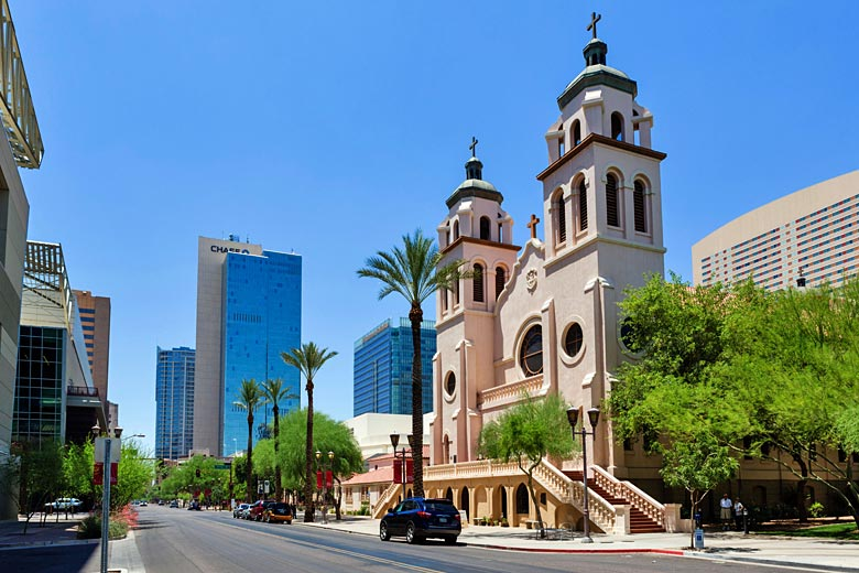 Downtown Phoenix - where old meets new © Ian Dagnall - Alamy Stock Photo