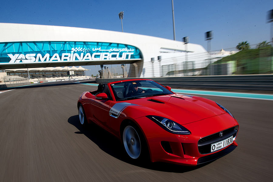 Driving experience at the Yas Marina Circuit © Jaguar Mena - Flickr Creative Commons