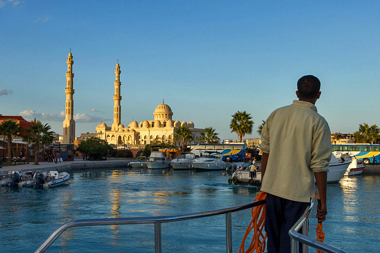The new El Mina Mosque in Hurghada, Red Sea Riviera, Egypt © Chris Hutchison  - Flickr Creative Commons