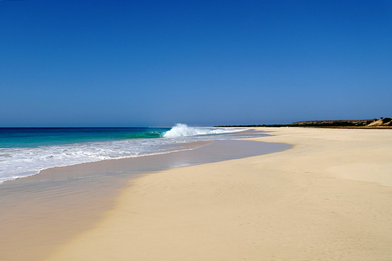 A seemingly endless beach in Cape Verde © Miguel Discart - Flickr Creative Commons