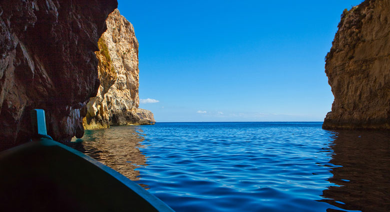 Exploring the Blue Grotto, Malta © Bengt Nyman - Flickr Creative Commons