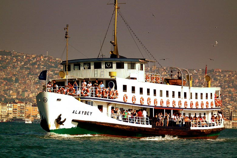 Ferry ride across the bay in Izmir, Turkey © Calflier001 - Flickr Creative Commons