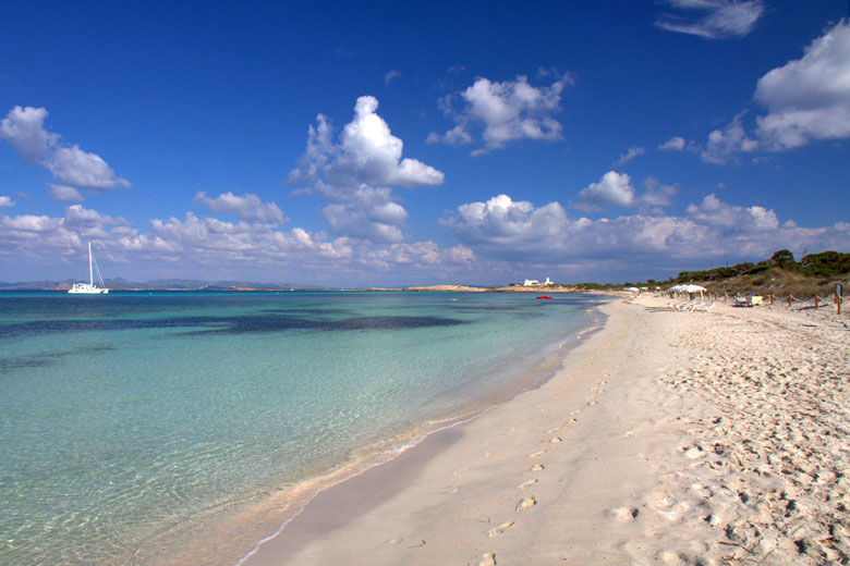 Pristine Formentera beach under a blue sky © Sonja Pieper - Flickr Creative Commons