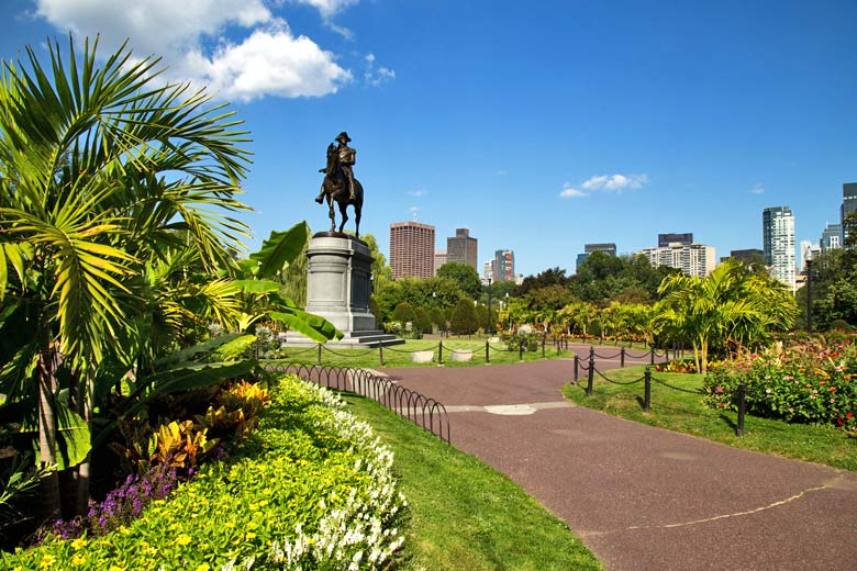 Statue of George Washington in Boston Public Garden © Romanslavik.com - Fotolia.com