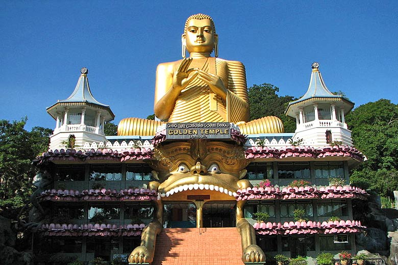 The Golden Temple at Dambulla © Bernard Gagnon - Wikimedia Commons