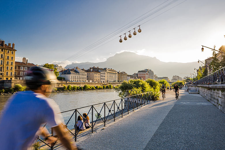 Sail over the Isère River in Grenoble's vintage 'bubbles' © Pierre Jayet - photo courtesy of Grenoble Tourism Office