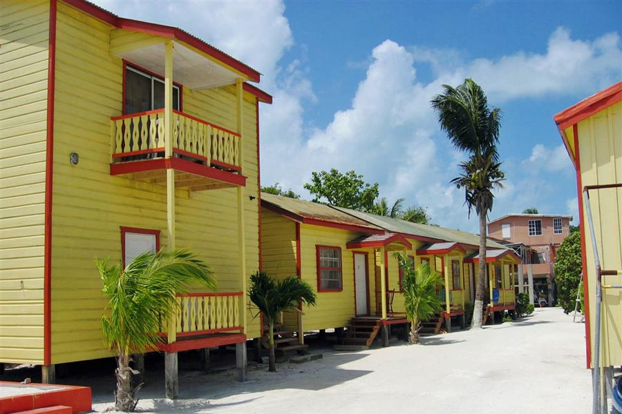 Beach guesthouses, Caye Caulker, Belize © Isaac Peterson - Flickr Creative Commons