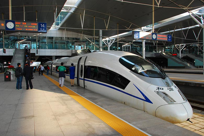 High speed bullet train at Beijing South railway station © Long Zheng - Flickr Creative Commons