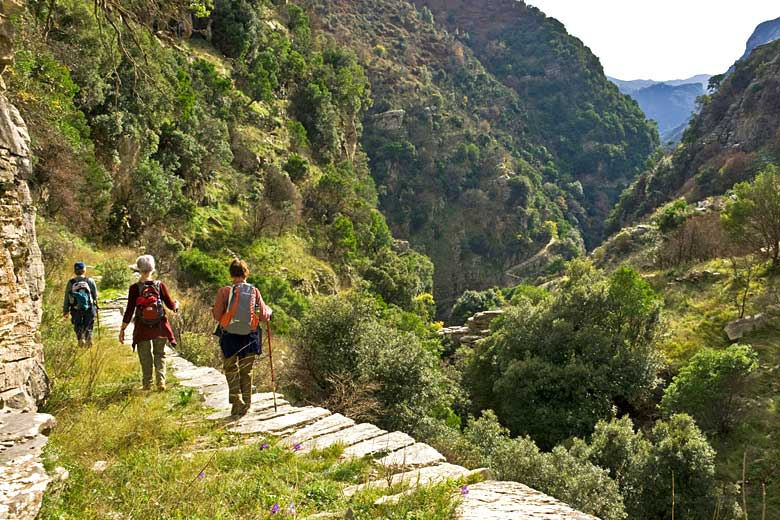 Hiking down a 'kalderimi' in Rondomo Gorge, Messinia, Greece © Peter Eastland - Alamy Stock Photo