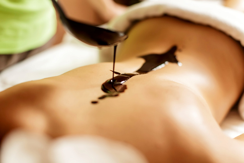 Hot chocolate massage in St Lucia © Goran Bogicevic - Alamy Stock Photo