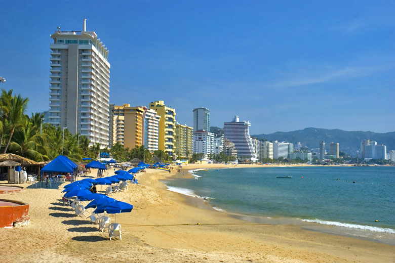 Hotels on the beach, Acapulco Mexico © Tose - Dreamstime.com