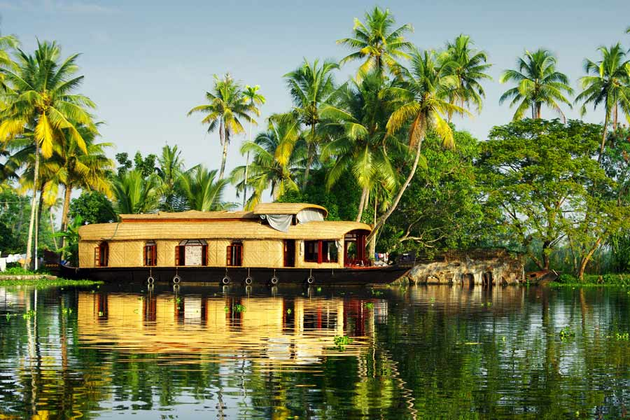 Kerala houseboat on Backwaters © jool-yan - Fotolia.com