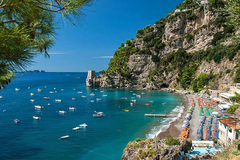 Il Fornillo Beach on the Amalfi Coast, Italy © Mihael Grmek - Wikimedia Commons