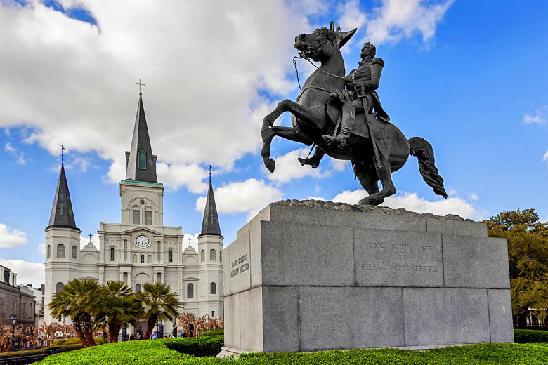 Statue of Andrew Jackson in front of New Orleans Cathedral © MaciejBledowski - Fotolia.com