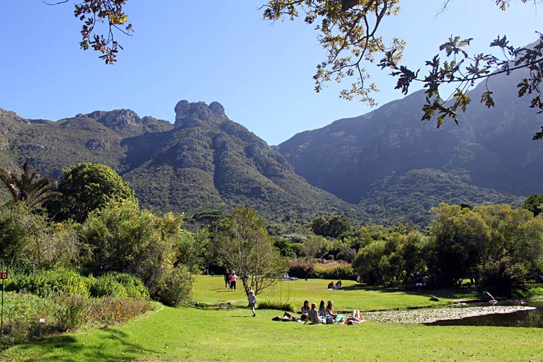 Picnic in the botanical garden at Kirstenbosch © flowcomm - Flickr Creative Commons