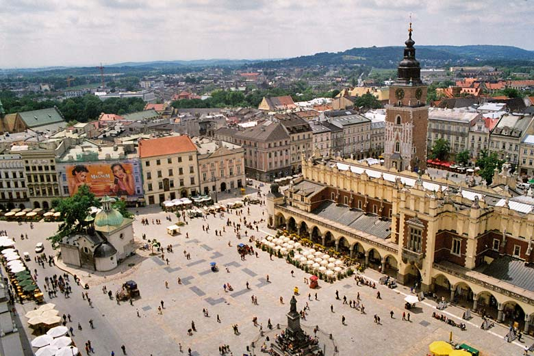 Main square in the centre of Krakow, Poland © Pko - Wikimedia Commons
