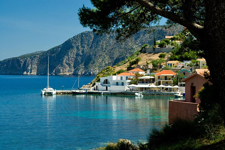 Lazy day in Assos, Kefalonia, Greece © Graham Bell Travel - Alamy Stock Photo