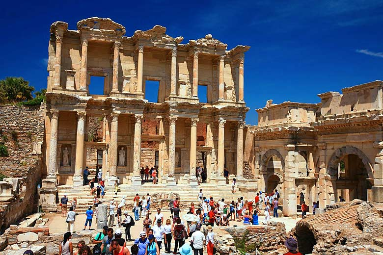 On the steps of the famous Library at Ephesus, Turkey © laszlo-photo - Flickr Creative Commons