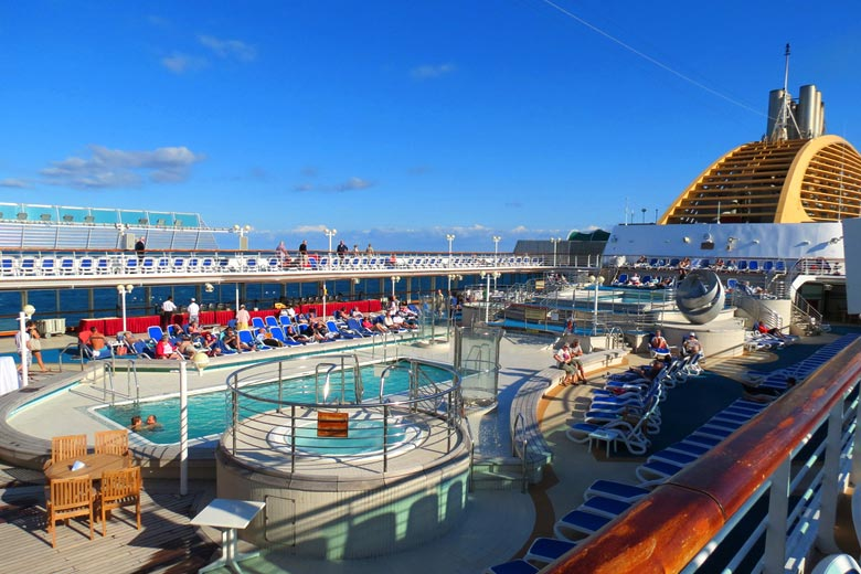 Lido Deck Riviera Pool on the Oceana © Simply Luxury Travel - Flickr Creative Commons
