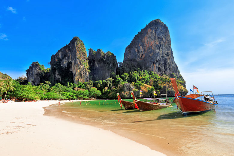 Longtail boats on Railay Beach, Krabi, Thailand © Aiisha - Fotolia.com